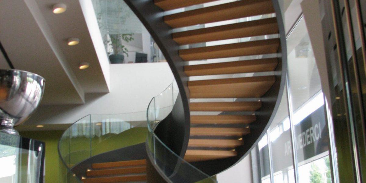 Escalier en Acier et Verre